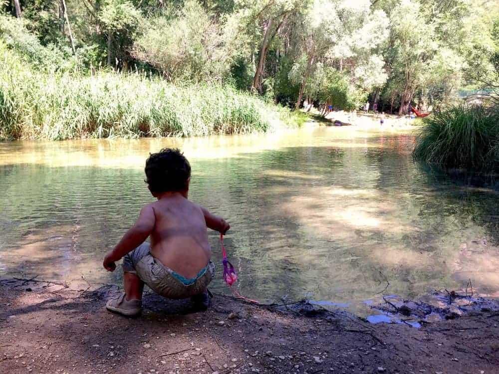 La playa del puente colgante es una zona estupenda donde bañarse en Guadalajara