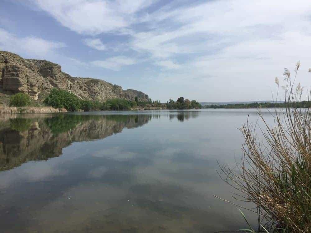 Laguna del Campillo, con sus aguas tranquilas
