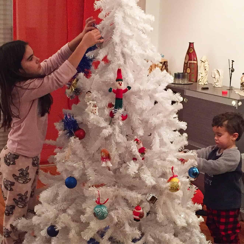 Árbol de Navidad en familia