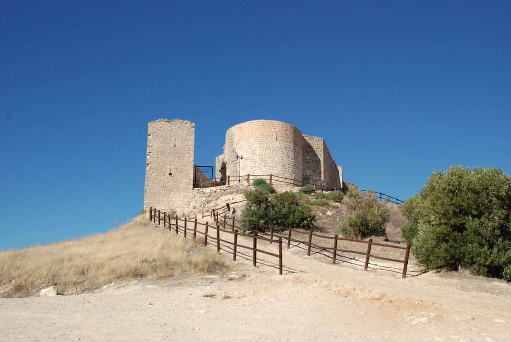 Vista en lo alto de la montaña, desde el aparcamiento, del Castillo del Cid, Jadraque, Guadalajara