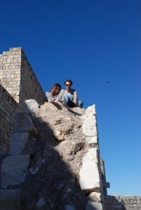 El papá y la peque subiendo al Castillo del Cid, Jadraque, Guadalajara