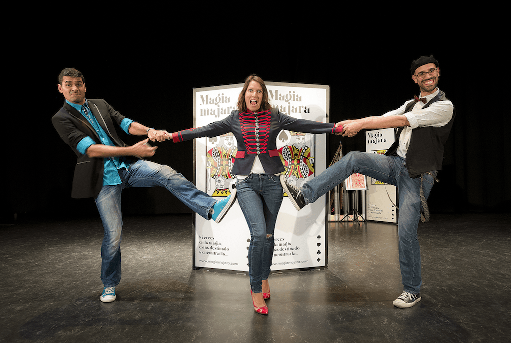 Julio, Germán y Elena, los tres magos del espectáculo Magia Majara, Pata de Cabra
