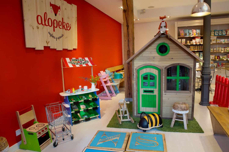 En Alopeke encontrarás una de las cafeterías para ir con niños ideales, ya que el espacio de juego es muy amigable