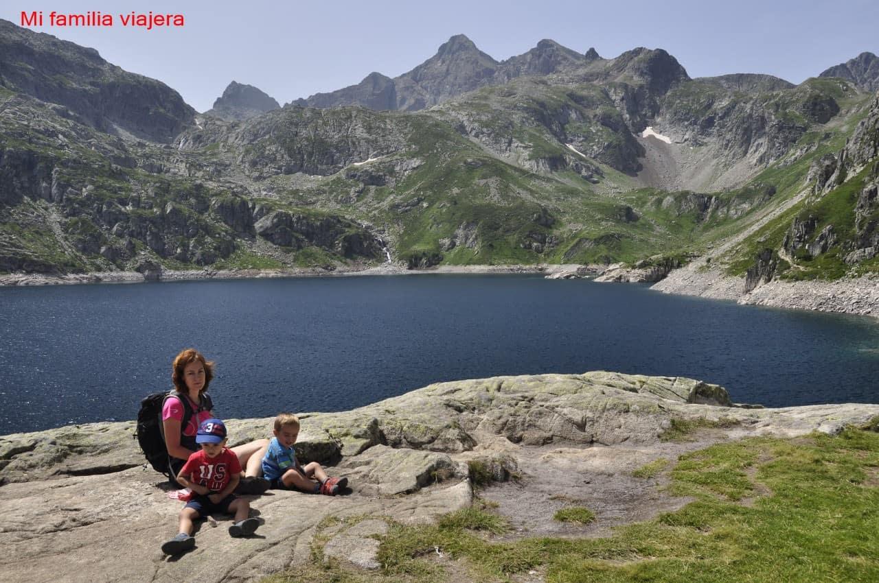 Lago glaciar en el pirineo aragonés