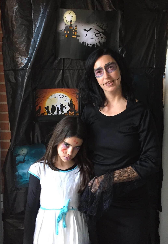 mamá e hija disfrazadas