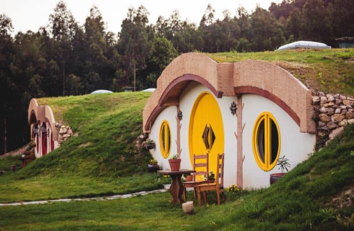 Alojamientos en España originales: casas hobbit en Galicia